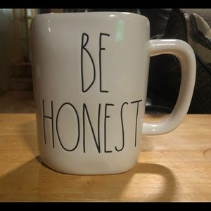 "Rae Dunn new mug ""BE HONEST"""